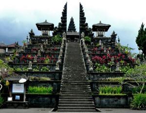 hram-besakih-na-ostrove-bali