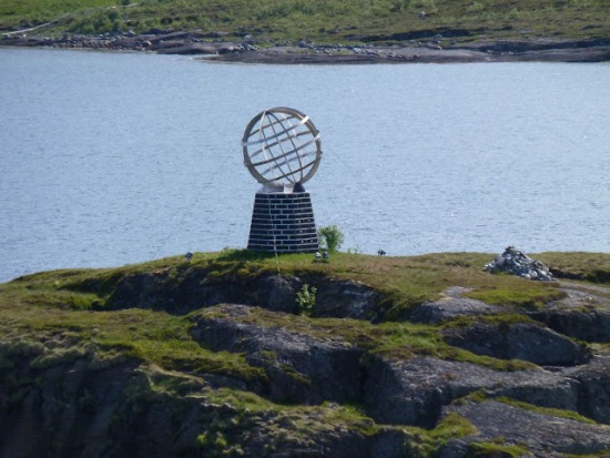 Земной глобус на Нордкапе