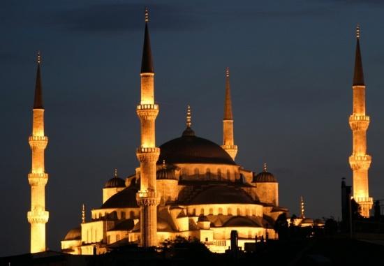 Голубая мечеть в Стамбуле ночью