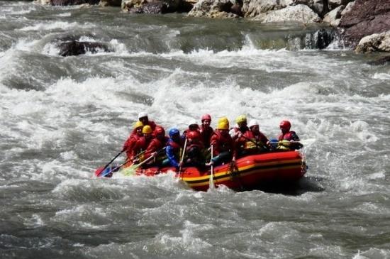 Сплав по реке Белая на лодке