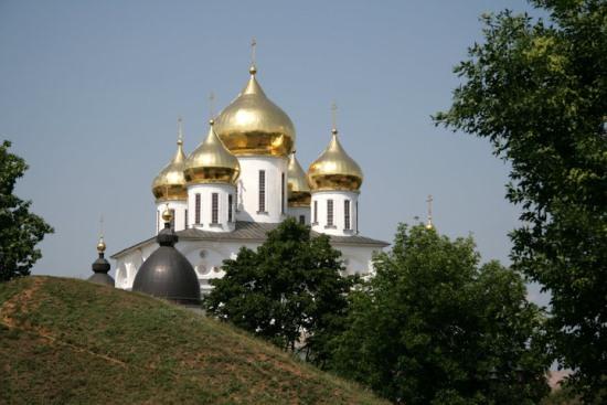 Успенский собор в Москве вдалеке