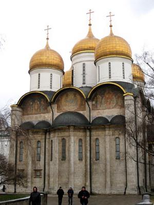Купола Успенского собора в Москве