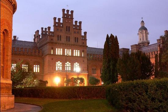 Черновицкий национальный университет ночью