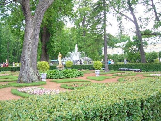 Монплезирский сад в Петергофе