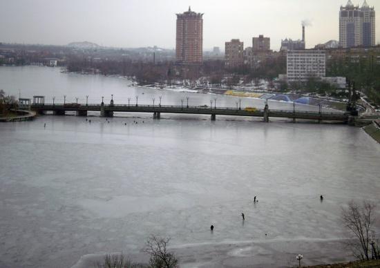 Нижнекальмиусское водохранилище зимой