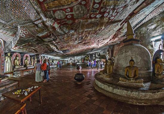 В Шри-Ланке много буддийских храмов