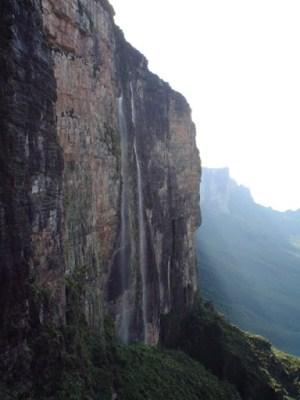 Рорайма (Roraima) – гора столового типа