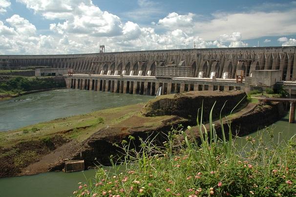 Гидроэлектростанция на реке Парана