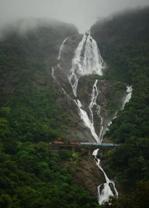 Водопад Дудхсагар в штате Гоа в Индии